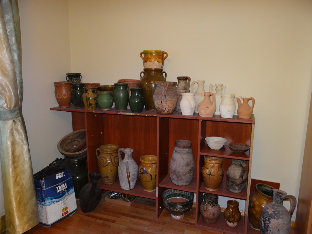 Selection of Uzbek pottery and ceramics